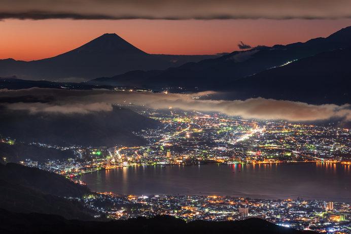 高ボッチ高原から望む富士山と諏訪湖の絶景