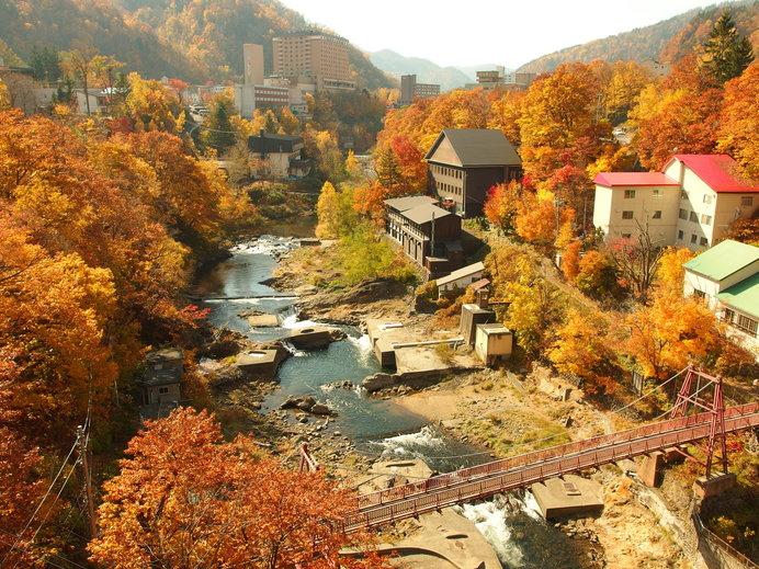 北海道は「観楓会」の季節!! 紅葉を見る会、でも本当はただの宴会⁉