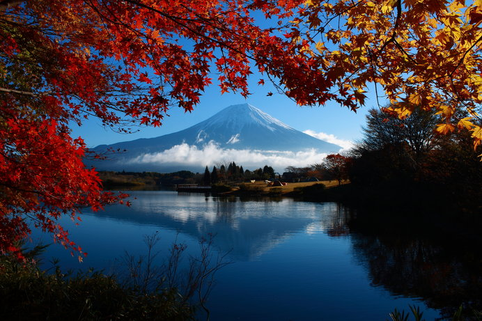 田貫湖の真東には富士山の雄姿、湖面に映る富士山もぜひカメラに収めたい