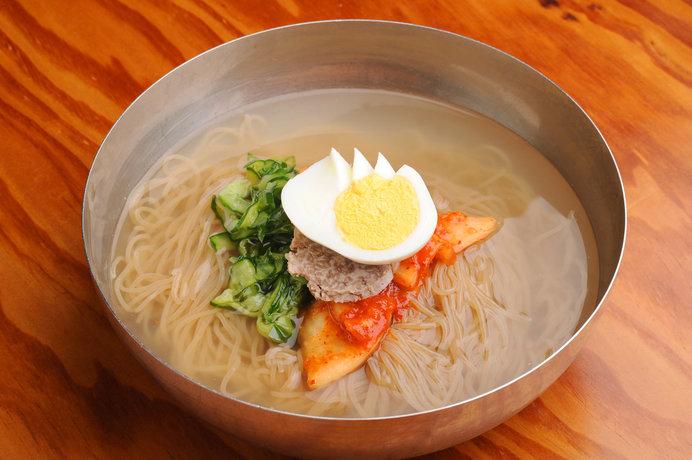 コシの強い麺が特徴の冷麺