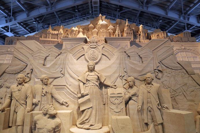 毎年会期が終われば取り崩されてしまう儚くも美しい砂像
