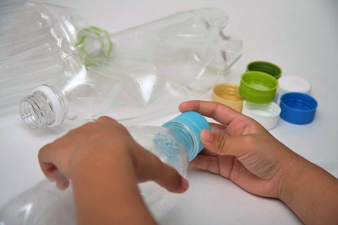 ペットボトルから繊維製品がつくられる!