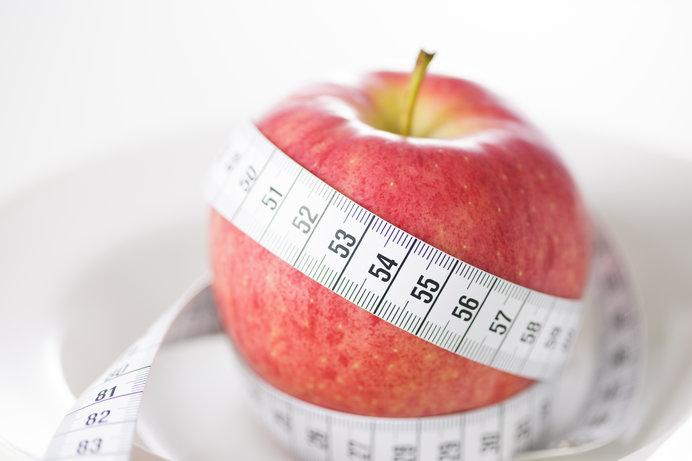 リンゴ1個を基準にして、宇宙と原子の大きさを考えると…