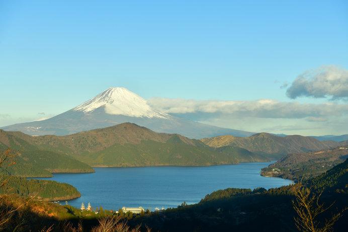 公転の軌道が芦ノ湖。ここを周る地球がリンゴ。