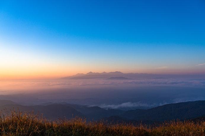 《長野県》南アルプスと雲海・高ボッチ山の眺め