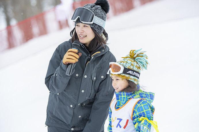 一緒にスキーをすると自然と距離が近くなる