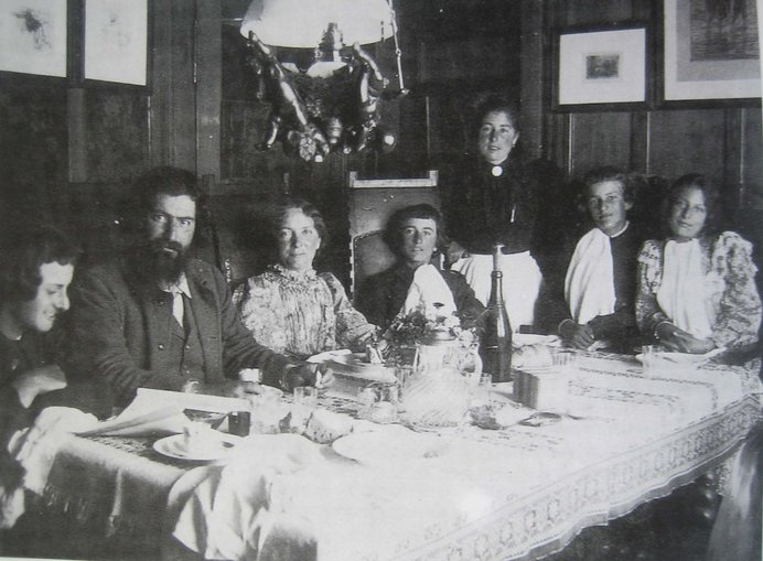 セガンティーニの家族。セガンティーニは家族のために一心に画業に打ち込みました