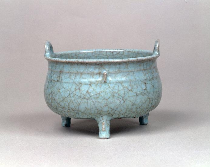 「青磁鼎形香炉」 南宋官窯 南宋時代(12〜13世紀) 静嘉堂文庫美術館所蔵
