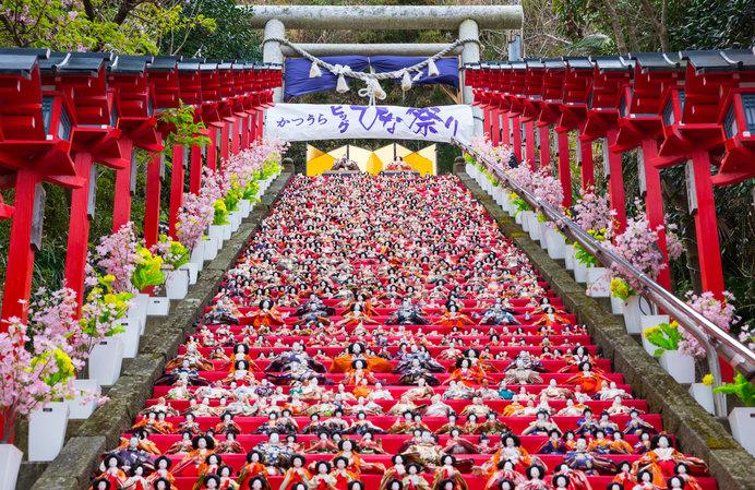 遠見岬神社石段のひな壇飾り