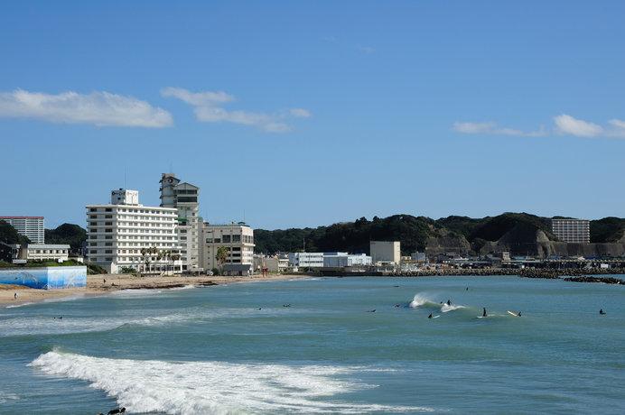 勝浦港と八幡岬