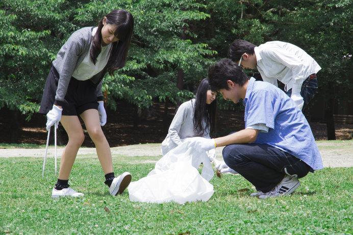 日本ではコンサートやゴミ拾い活動などが行われています