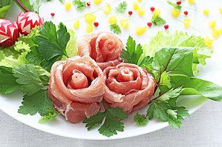 母の日は花いっぱいでおもてなし♪お皿にバラを咲かせよう
