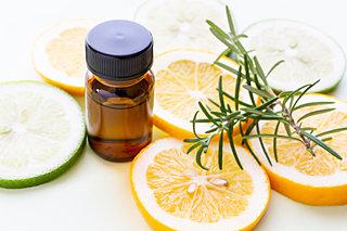 おうち時間は「香り」で気分転換を。癒して気分を上げる、柑橘系のアロマオイル