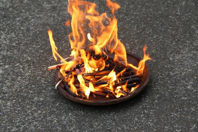 8月13日はお盆の迎え火。ご先祖様の霊を迎え入れよう
