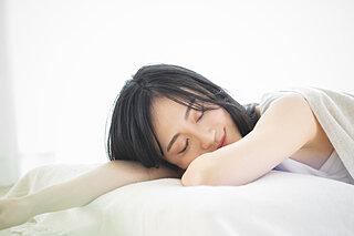 寝苦しい夏の夜を乗り切るには?質の高い睡眠を手に入れるポイント