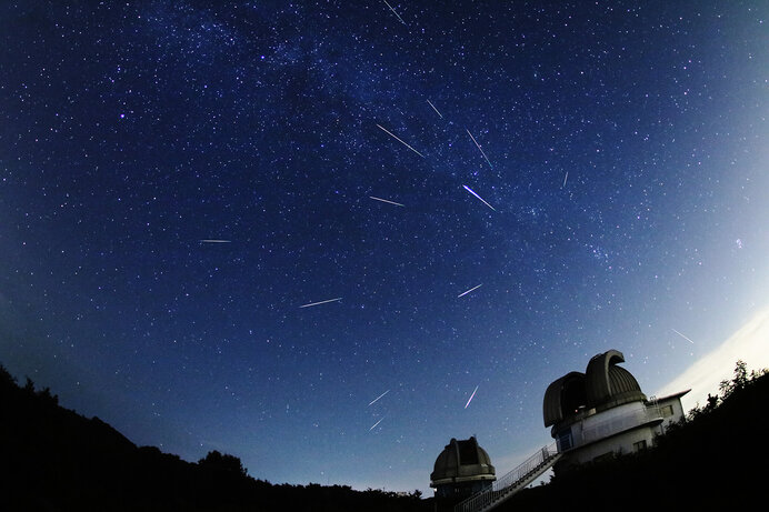 ペルセウス座流星群 2016年8月12日と13日 国立天文台 戸田博之撮影