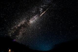 8月12日ペルセウス座流星群が極大!流れ星を見るコツは?