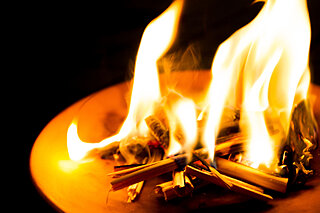 盆の迎え火は生者の心を照らすもの~平安文学に見られるお盆~