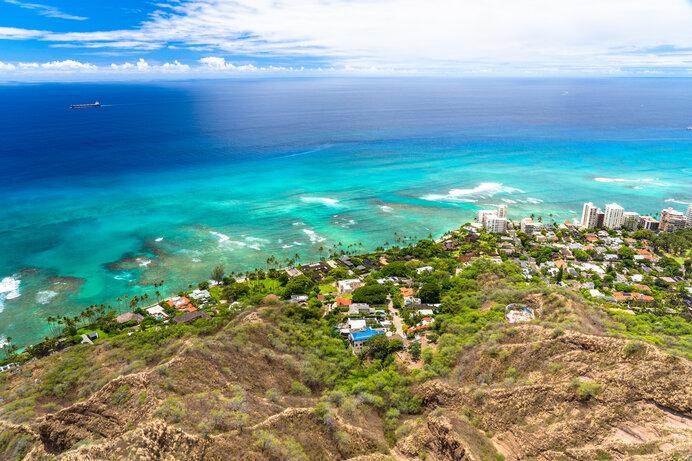 遠い昔、果てしない波頭を越えてポリネシアンたちはハワイにたどり着きました