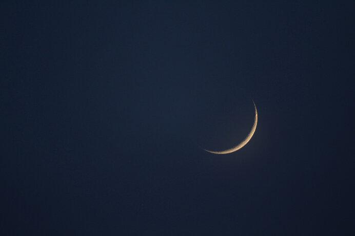 細い、細いお月さま