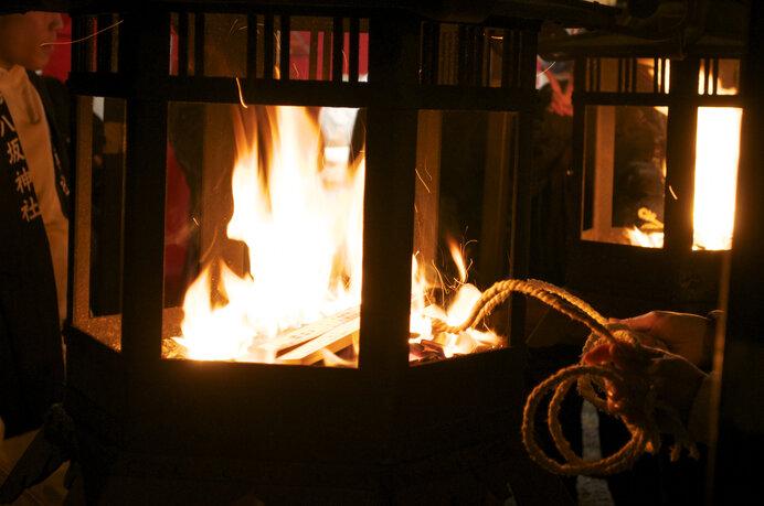 京都八坂神社のをけら火