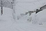 〈雪道での運転のコツー2〉雪が深いザクザクの道では、ハンドルをとられないように