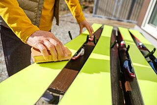 早くもシーズンオフを迎えた人は必読!冬の間にスキー道具を保管する方法