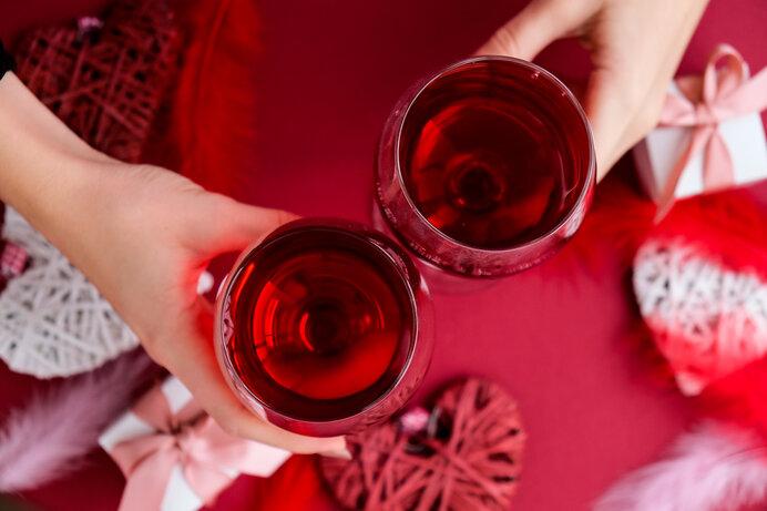 華やかな料理と美味しいお酒で夢心地。