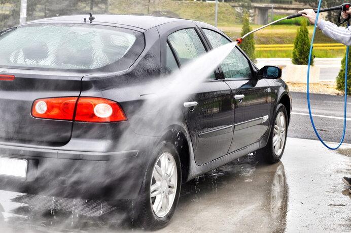 車に付着した花粉や花粉シミを除去する方法