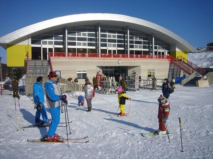 スキー後の温泉も楽しみ!豊富なコースバリエーション/大鰐温泉スキー場(青森県南津軽郡)