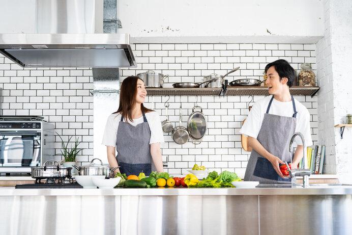 夫婦一緒に料理をすれば自然と会話が弾むことでしょう。