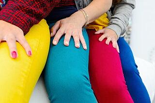 春に挑戦したいカラーパンツの上手な履きこなし方3つのコツ