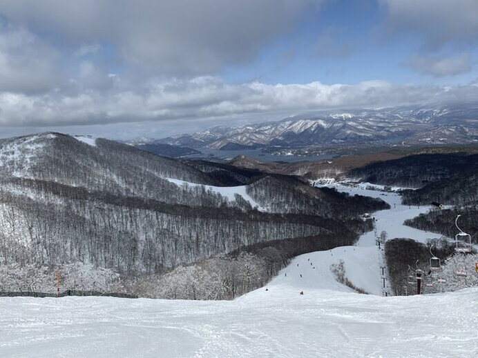 早朝営業、パーク、コブ!春ならではの雪遊び/星野リゾート 猫魔スキー場(福島県耶麻郡)