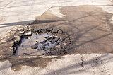 「穴ぼこ」だらけの道路は、北海道の春の風物詩!?