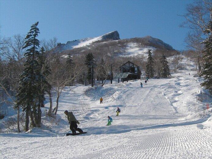 半袖で楽しめる春スキー!たっぷりの雪で滑り納め/大雪山黒岳スキー場(北海道上川郡)