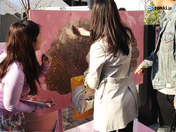 募金のようす(2012年3月8日撮影)