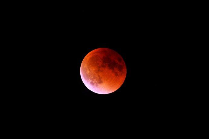 なぜ、月が赤く見えるの?