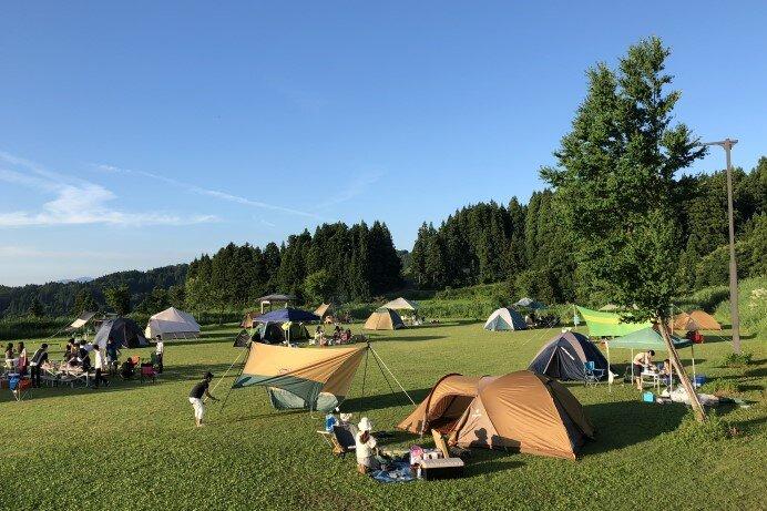 「キューピットバレイキャンプサイト」(新潟・上越市)豪華グランピングプランも