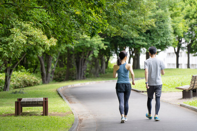 走るよりも歩くほうが同じ運動量でも体への負担が少なくて済みます