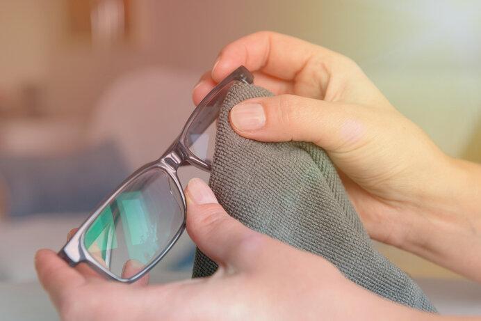 メガネは週に1回のペースでお手入れしましょう