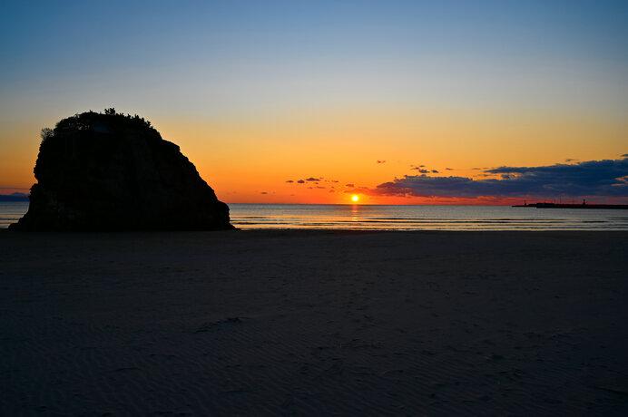 太陽の運行に導かれる「秋分の日」と、日本の聖地が並ぶ「レイライン」の神秘