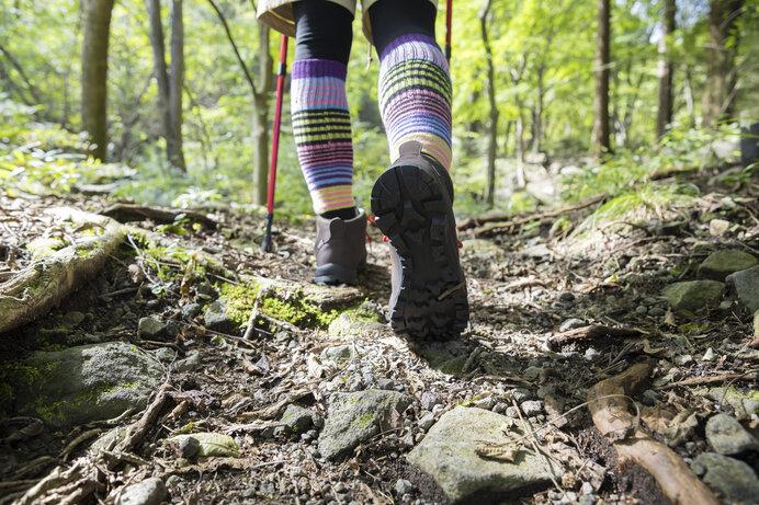 登山靴のソールは硬く、滑らないように加工されている