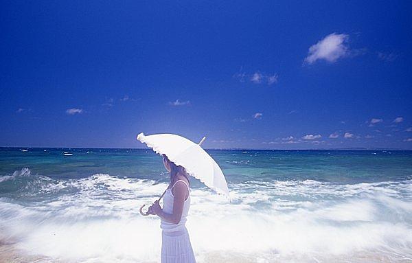 日傘は夏のパートナー! でも、男性がさして歩くのはゆるせない?