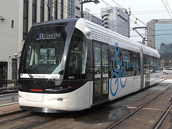 """富山市のライトレール。""""チンチン電車""""と違い、スタイリッシュでオシャレ。"""