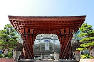 世界で最も美しい駅14選に国内で唯一選ばれた「金沢駅」。鼓門のおもてなし力
