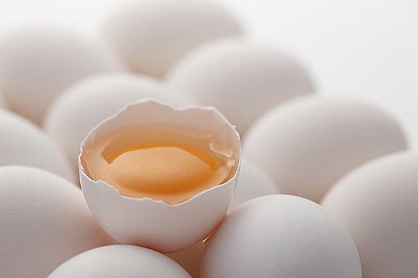 おつまみに、ごはんに「冷凍たまご」?! 生卵を殻のまま凍らせるなんて