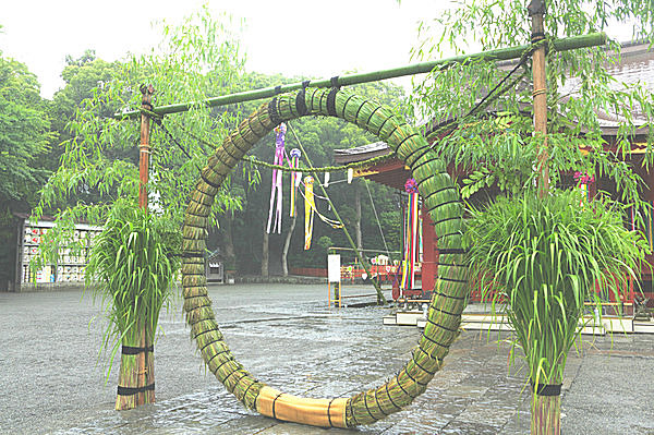 スサノオノミコトにまつわる茅の輪をくぐって願う無病息災