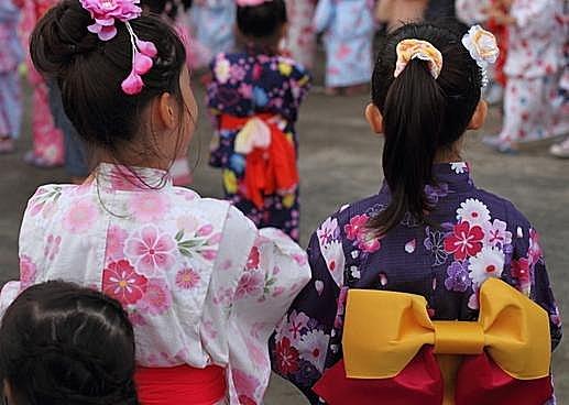 子どもにとっては年に1度の大イベント!函館の 「ロウソクもらい」は七夕の伝承行事