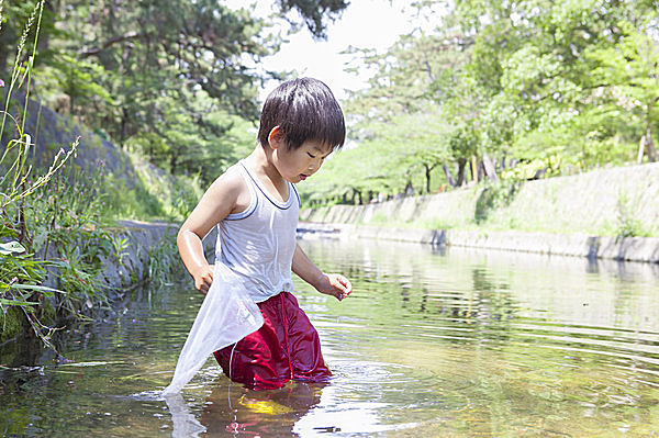 楽しい川遊び。気をつけて遊びましょう!