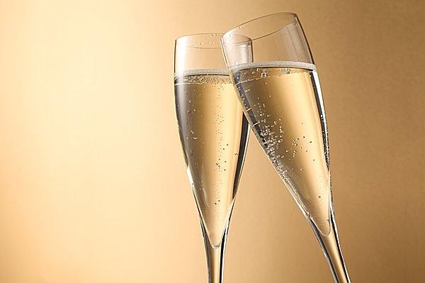 シャンパンだけじゃない! この冬にぜひ試したい魅惑の「微発泡」ワイン